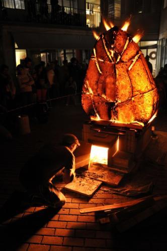 Caricamento legna nel forno